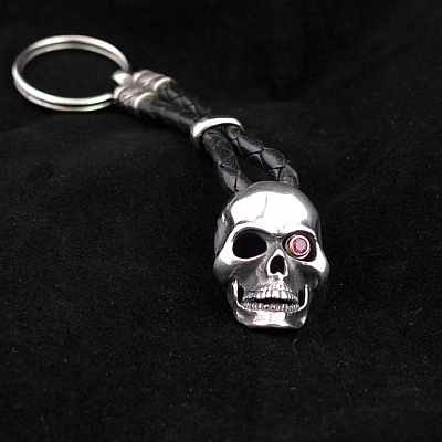 SKULL KEY CHAIN W 3MM RUBY
